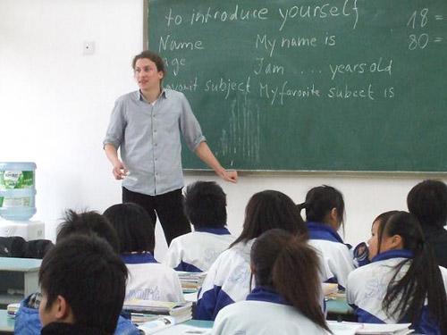 外籍志愿者在青川職高授課